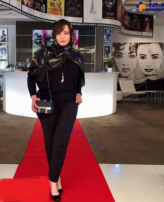 لباس و ژست عجیب و غریب خانم بازیگر روی فرش قرمز اسپانیا+عکس