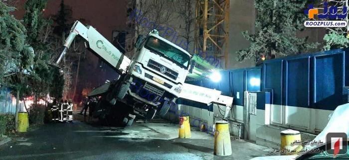 جلوگیری از سقوط کامیون تزریق بتون به داخل پروژه ساختمانی +عکس